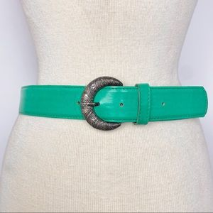 Vtg green belt with textured silver tone buckle